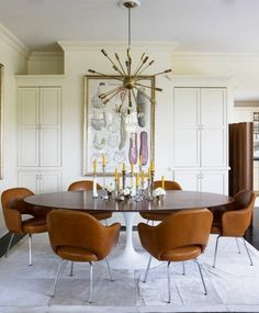 Residence of Design Within Reach founder John Edelman: Saarinen table, Saarinen executive chair covered in Edelman leather. Mesa Saarinen, Saarinen Tisch, Saarinen Table, Dining Room Design, Dining Room Table, Dining Chairs, Dining Rooms, Dining Area, Knoll Chairs