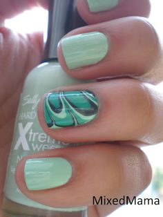 Mint / Water Marbled Nails