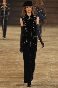See the complete Chanel Pre-Fall 2014 collection.