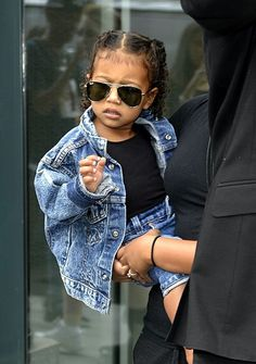 Just like mummy and daddy North West is rocking the look! Fashion Kids, Baby Girl Fashion, Cute Outfits For Kids, Cute Kids, North West Kardashian, Celebrity Kids, Future Daughter, Little Fashionista, Pretty Baby