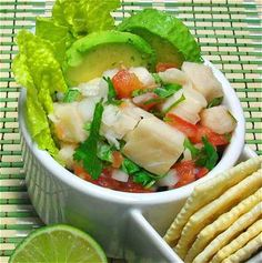 "Ceviche de pescado:  ligero, fresco, nutritivo. // Ceviche (fish ""cooked"" in fresh-squeezed lime juice): light, refreshing, nutritious."
