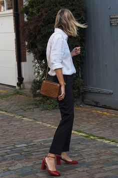 /Appropriate Clothes For Work In The Heatwave or Dressing Professionally During The Warmer Months Business Casual Attire Spring Summer Outfits Summer Spring Fashion Style Outfits, Casual Work Outfits, Mode Outfits, Work Casual, Fashion Outfits, Casual Attire, Summer Outfits, Casual Chic Style, Feminine Style