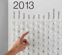 Um calendário para quem é viciado em plástico bolha!