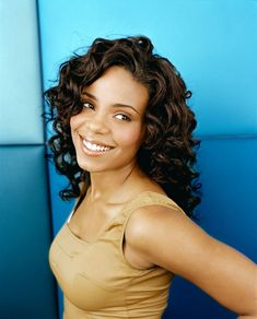 Sanaa Lathan is gorgeous here with big bouncy curls and caramelized skin. What other way to magnify that than too highlight that gorgeous skin by wearing a pastel brown hue dress! - GM™