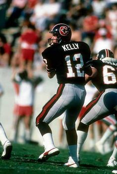 Houston Gamblers with future NFL Hall of Famer, Jim Kelly. Best Football Players, Football Cheerleaders, American Football, Football Team, Football Helmets, Football Images, Sports Images, Football Pictures, Sports Photos