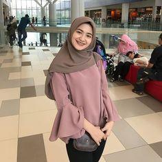 New fstylish and fashionable hijab fashion for teensolder 30 Casual Hijab Outfit, Hijab Chic, Casual Outfits, Fashion Outfits, Iranian Women Fashion, Islamic Fashion, Muslim Fashion, Modern Hijab Fashion, Hijab Fashion Inspiration