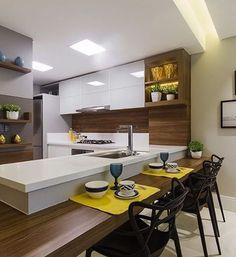 Cozinha integrada toa charmosinha via : Snap: Decoredecor Project: Juliana Agner ARCHITECTURE Modern Kitchen Interiors, Modern Kitchen Cabinets, Kitchen Cabinet Design, Kitchen Dining, Kitchen Decor, Luxury Kitchens, Home Kitchens, American Kitchen, Minimal Kitchen