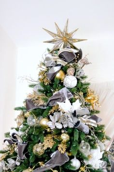 gray-and-gold-christmas-tree-mirrored-star-topper