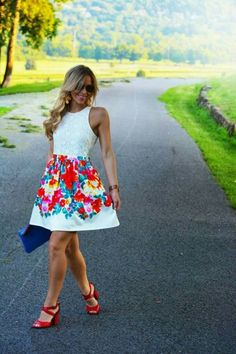 Trendy Prints for Summer 2019 We're loving this short and sweet floral dress this spring! The post Trendy Prints for Summer 2019 appeared first on Floral Decor. Floral Fashion, Look Fashion, Fashion Dresses, Pretty Dresses, Beautiful Dresses, Gorgeous Dress, Top Mode, Floral Skater Dress, Floral Dresses