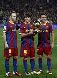 Ballon d Or winner Lionel Messi before the win over Real Betis, flanked by Andres Iniesta (L) and Xavi Hernandez who came second and third repectively in the vote Good Soccer Players, Best Football Players, Football Is Life, World Football, Fc Barcelona, Barcelona Players, Barcelona Football, Xavi Iniesta, Xavi Hernandez