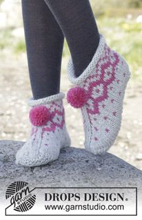 "Winter Poppies Slippers - Knitted DROPS slippers with Nordic pattern and pompoms in ""Andes"". - Free pattern by DROPS Design"