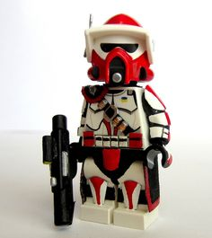 Custom ARC trooper with bullet sack across his chest and also pads Lego Custom Minifigures, Lego Minifigs, Star Wars Minifigures, Lego Custom Clones, Lego Clones, Star Wars Clone Wars, Lego Star Wars, Custom Lego Clone Troopers, Lego Krieg