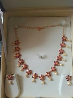 For flower ruby set remodeling Gold Necklace Simple, Gold Jewelry Simple, Gold Ruby Necklace, Ruby Jewelry, Jewelry Model, Ruby Necklace Designs, Gold Jewellery Design, Wedding Jewelry, Ruby Beads