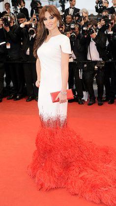 Cheryl Cole  Die Sängerin in einer zweifarbigen Robe mit Federschleppe von Stéphane Rolland Couture.