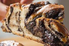 Chocolate Braided Swirl Bread (Babka) Recipe by Tasty (Pareve with substitutions) Just Desserts, Delicious Desserts, Dessert Recipes, Dessert Bars, I Love Food, Good Food, Yummy Food, Comida Judaica, Baking Recipes