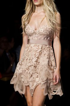176 details photos of Alberta Ferretti at Milan Fashion Week Spring 2015.
