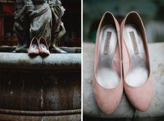 Sapato delicado da nossa noivinha Maraísa www.marcapodearroz.com.br