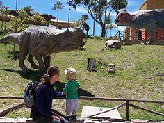 These pics were taken at Parque Cretasico, a dinosaur park near Sucre, Bolivia. They found those ancient footprints on the hillside and created this park with real size dinosaur models in it... Dieser Dinosaurier Park ist nahe Sucre, wo Fußspuren in einer Kalksteinfelswand gefunden wurden und direrkt daneben dieser Park mit lebensgroßen Dinosauriermodellen eröffnet hat, von wo aus man auch einen schönen Blick auf die Stadt und die Umgebung hat.
