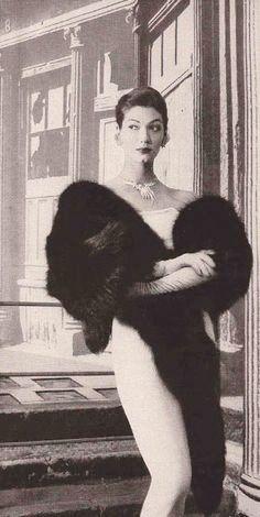 Vintage Fur, Vintage Bridal, Vintage Glamour, Winter Wedding Fur, Bridal Jackets, Fur Stole, Body Poses, Old Hollywood Glamour, Fur Coats