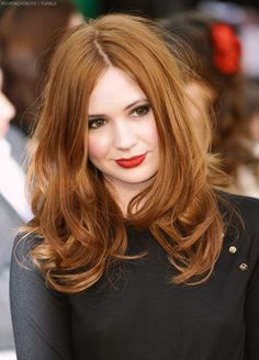 My number 5 dream girl, Karen Gillan. Famous for playing Amy Pond on Doctor Who. She has a big beautiful smile, big eyes, and the loveliest red hair, and I love listening to her Scottish accent! Ginger Hair Color, Hair Color For Fair Skin, Red Hair Color, Color Red, Hair Colors, Natural Hair Styles, Long Hair Styles, Natural Red Hair, Copper Hair