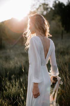 I znowu będzie lato! Patrząc na to zdjęcie, wiosna jest jeszcze bliżej 🌱 Kadr z pięknej sesji zorganizowanej przez @pureloveweddings_ w której miałyśmy przyjemność wziąć udział ♡ #lebaiserlingeriegirls #dziewczynylebaiser #dziewczynydladziewczyn #slubnaglowie #slubboho #sesjazdjeciowa #brideessentials #bridetobe #bieliznakoronkowa #bieliznaślubna #lebaiserlingerie #koronkislubne #koronkowabielizna #bohowedding #girlbosspl #polskamarkamodowa