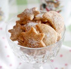 Kanelimuroleivät | Meillä kotona Snack Recipes, Snacks, Cereal, Chips, Baking, Breakfast, Food, Snack Mix Recipes, Morning Coffee