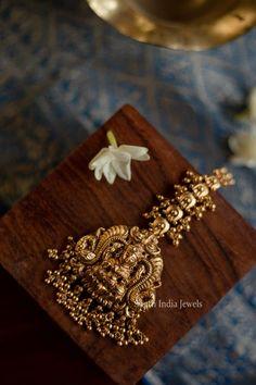 Vanki Designs Jewellery, Jewelry Design Earrings, Gold Earrings Designs, Gold Chain Design, Gold Bangles Design, Gold Jewellery Design, Bridal Jewellery Inspiration, Bridal Jewelry Sets, Maang Teeka