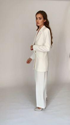 Detachable Wedding Dress, Wedding Dress Bustle, 60 Fashion, Suit Fashion, Fashion Dresses, Mode Turban, Derby Outfits, Make Up Braut, White Suits
