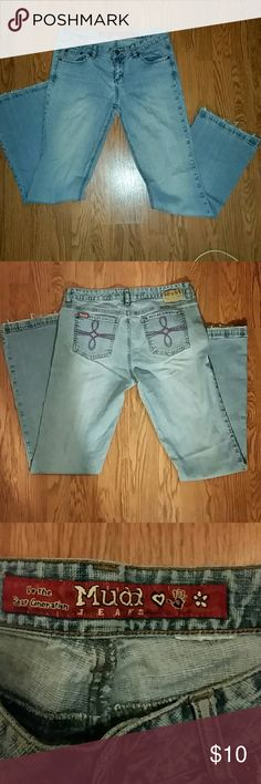 "Vintage Mudd Fibe Pocket Bell Bottom Jeans Vintage Mudd boot cut jeans in great condition. Waist measures about 15"" across. Bottoms flare out , are frayed and measure 9.5"". One small rip under zipper as shown in last picture. Mudd Jeans Boot Cut"