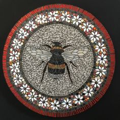 Mosaic bee by Becky Paton Mosaic Stepping Stones, Pebble Mosaic, Mosaic Art, Mosaic Glass, Mosaic Tiles, Glass Art, Tiling, Bee Creative, Mosaic Animals