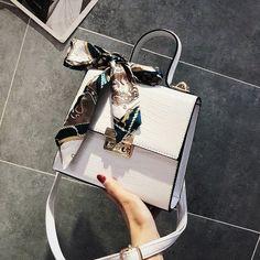 Luxury Purses, Luxury Bags, Luxury Handbags, Fashion Handbags, Purses And Handbags, Leather Handbags, Leather Bags, Cheap Handbags, Leather Purses