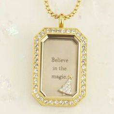 Origami Owl's gold Heritage Locket is SO beautiful. Such a simple locket yet such an impact.