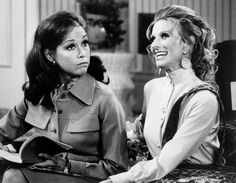 Cloris Leachman, Oscar Winner and TV Comedy Star, Is Dead at 94 - The New York Times Cloris Leachman, Tv Theme Songs, Mary Tyler Moore Show, Tv Themes, The Last Picture Show, Adam Sandler, Comedy Tv, Oscar Winners, Black And White