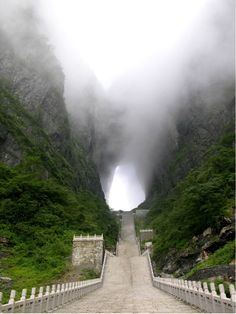 Path | 道路 | Chemin | путь | Sentiero | Camino | Dōro | Pasaje | проезд | Straight up to Heaven's Gate // Tianmen Mountain, Zhangjiajie, Hunan, China