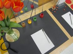 Two invitations to explore the colors, lines and textures of nature at Vancouver Child Study Center in British Columbia (Canada) - a Reggio-inspired. Creative Activities, Craft Activities For Kids, Kindergarten Art, Preschool Crafts, Reggio Classroom, Preschool Programs, Art Area, Inspired Learning, Toddler Art