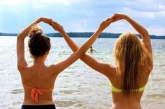 Best friends! Cute idea! And I can bend like this lol! @Skylar Eager