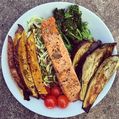 Deliciously simple dinner tonight as I spend my evening at my laptop 🙄 I've got courgette noodles, with sautéed tenderstem broccoli, roasted aubergine and sweet potato wedges, grilled trout fillet, tomatoes and a sprinkling of @munchyseeds 🙌🏻! Sometimes just throwing all my favourite foods into a bowl is the perfect way to create the tastiest dinner! It's finally the weekend, I am so so excited for @sweatybetty LIVE tomorrow, and I hope you all have a wonderful weekend 💛…