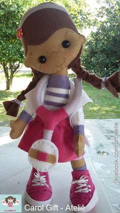 Doutora Brinquedos em feltro Fica em pé sem apoio facebook.com/giftatelie Apostila disponível na lojinha virtual.