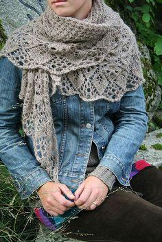Laminaria shawl, free pattern by Elizabeth Freeman