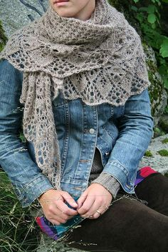 "To put on my ""to do"" list:Laminaria shawl, free pattern by Elizabeth Freeman"