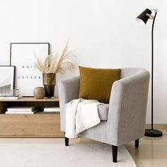 Fraya butaca / ¡Confort y estilo! Fraya, una bonita butaca tapizada en tela gris con patas negras. Un diseño de líneas curvas, cómodo y con mucho estilo. Perfecta para crear un ambiente acogedor y original en tu hogar.