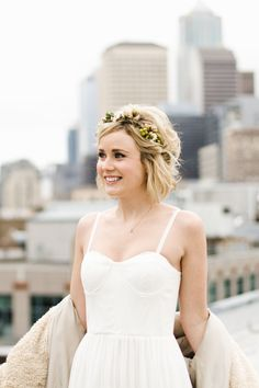 22 Wedding Hairstyles for Short Hair: Updos, Half-Up & More - greenery flower crown on blonde bride {ANGELA & EVAN PHOTOGRAPHY} These absolutely gorgeous wedding hairstyles for short hair are sure to inspire your wedding-day look. Short Hair Updo, Short Hair Styles, Short Hair Brides, Bride With Short Hair, Short Hair Headband, Wavy Hair, Wedding Hair For Short Hair, Tousled Hair, Messy Hair