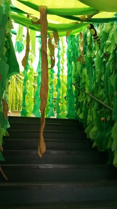 Jungle Vines Made From Plastic Table Cloths Jungle Party, Jungle Safari, Jungle Jam, African Rainforest, African Jungle, Homecoming Decorations, Homecoming Themes, Jungle Crafts, Vbs Crafts