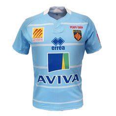 Maillot de rugby de lUSAP Perpignan bleu ciel pour la saison 2012-2013, maillot porté à domicile. Marque ERREA. Sponsors Aviva devant, et JOA et Groupe Morin à larrière. 68 € sur www.rugbyland.fr