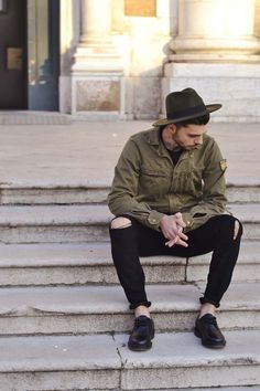 Stylish Ripped Jeans Outifts For Men 12 Military Fashion, Boy Fashion, Mens Fashion, Street Fashion, Men Looks, Hipsters, Punk Chic, Casual Outfits, Men Casual