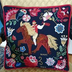Pillow made by Elna Carr in swedish traditional wool embroidery. Skånskt yllebroderi, crewelwork.