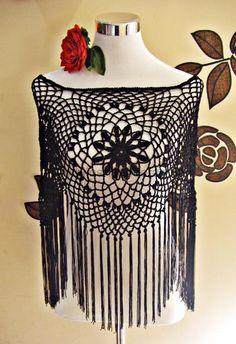 Hilos & Hilanderas Poncho flamenco tejido a crochet Diy Crochet And Knitting, Crochet Poncho Patterns, Crochet Shawls And Wraps, Shawl Patterns, Crochet Scarves, Crochet Motif, Crochet Clothes, Flamenco Costume, Beach Crochet