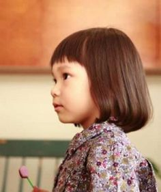 ぱっつん&ボブでキュート♪ヘアスタイルの参考に。子供の髪型のカットやアレンジのアイデア。