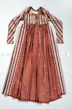 Dress: 1800-10. Fabric: 1790-95