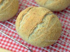 Italiaanse bollen met oregano recept Oregano Recipes, Doughnut Muffins, Piece Of Bread, Our Daily Bread, Dinner Rolls, Sweet Bread, Bread Baking, Bread Recipes, Yummy Food